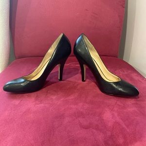 DV Dolve Vita round toe leather pumps